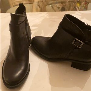 Vince Canute boots nwot